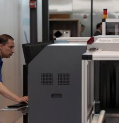 U.S. Pushes Foreign Airports to Install Explosives Scanners